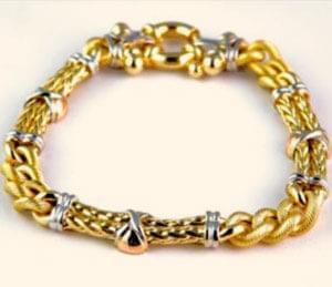 در خرید و فروش طلا، تعیین وزن آن و سپس تعیین قیمت و تقریباً همه چیز را ترازوهای خاص و دقیق تعیین میکند. به نظر میرسد ...