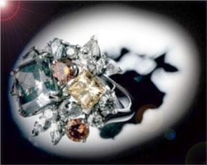 """""""خلیج"""" چهارمین بازار بزرگ الماس در جهان بهشمار میرود. اشتیاق و علاقه وافر زنان خاورمیانه نسبت به جواهرات هنوز به ..."""