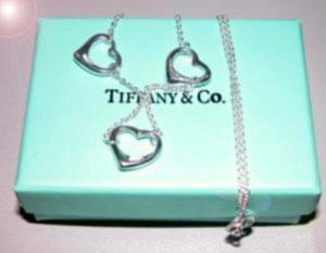 """تیفانی"""" منبع ذوق، هنر وعرضهکننده جعبه کوچک آبی رنگ است که به شهرتیجهانی دست یافته است.داستان از ..."""