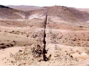 پس از مشخص شدن گسترش سطحی سنگ های طلادار، به طور مقدماتی در منطقه ی مورد مطالعه به وسیله ی عملیات ...