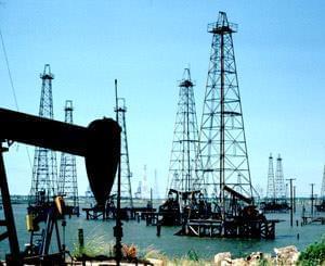 قیمت نفت خام ۴ درصد جهش کرد